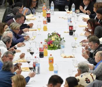 Papa Franjo ručao zajedno s 1 500 siromašnih