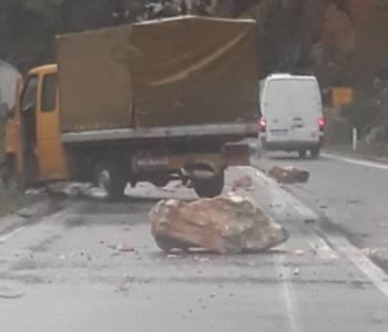 Kamen se odronio i pao na kamion kod Mostara, vozač ozlijeđen