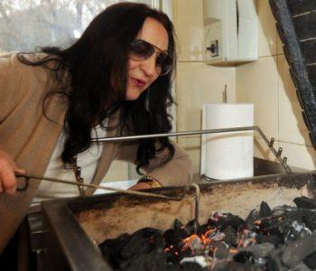 U Bugojnu sam proizvodila municiju, u Bosnu uvozila donji veš, a danas pečem ćevape za Ćiru i Tarika