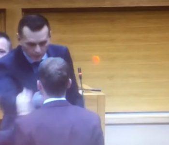 Nasilje u Skupštini RS-a zbog NATO-a: Ministar policije udario Stanivukovića i nazvao ga majmunom