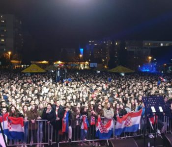 Preko 10.000 ljudi dočekaolo srebrne rukometaše u Mostaru