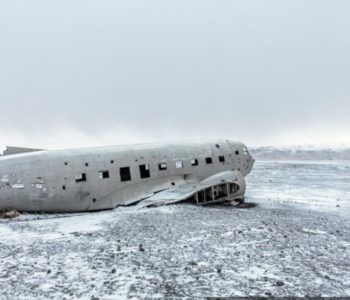 Pored olupine aviona na zaleđenoj plaži pronađeni leševi turista