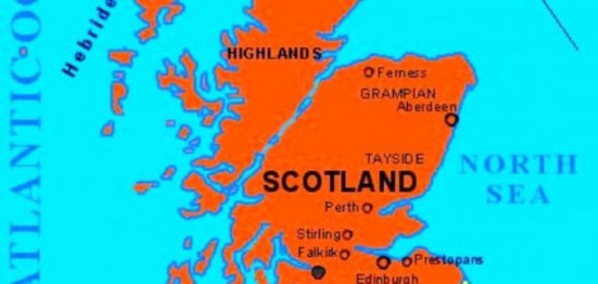Na zapadu i sjeveru izlazi na Atlantski ocean, a na istoku na Sjeverno more.