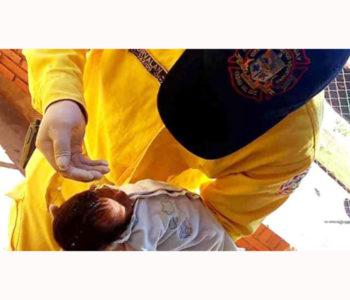Vatrogasac krštenjem spasio umiruću bebu