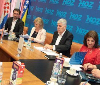 Čović zatražio načelnike u Jajcu, Busovači i Novom Travniku, dok mu opasno 'visi' Vitez
