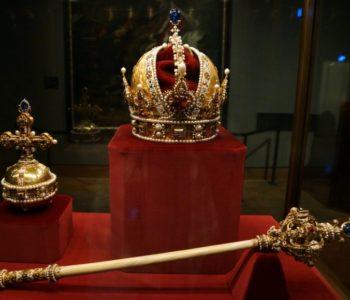 Crtice iz povijesti: Dole kralj!