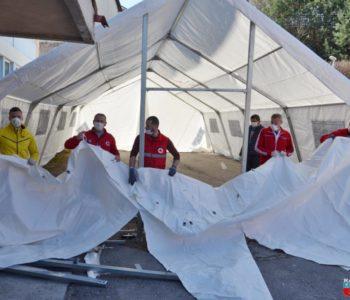 "Foto: Postavljen novi veliki šator ispred Doma zdravlja ""Rama"""