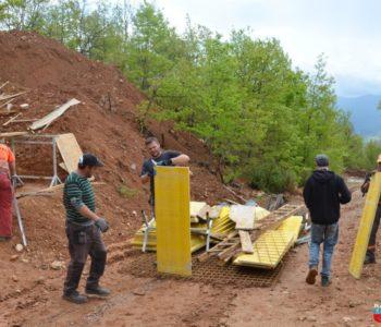 Foto: U tijeku radovi na prekidnim komorama vodovoda za Lug