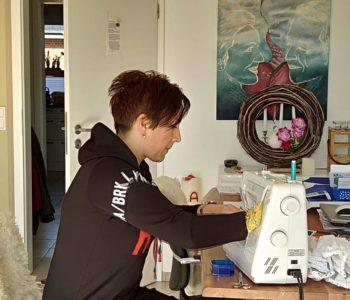 Ramkinja Ljubica Šakota Kros krojenjem maski u Njemačkoj pomaže potrebne, siromašne i djecu u Africi