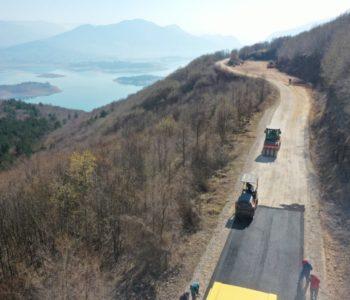 Foto/video: Započelo asfaltiranje puta Izlaz (R 4 18 a) – Orašac