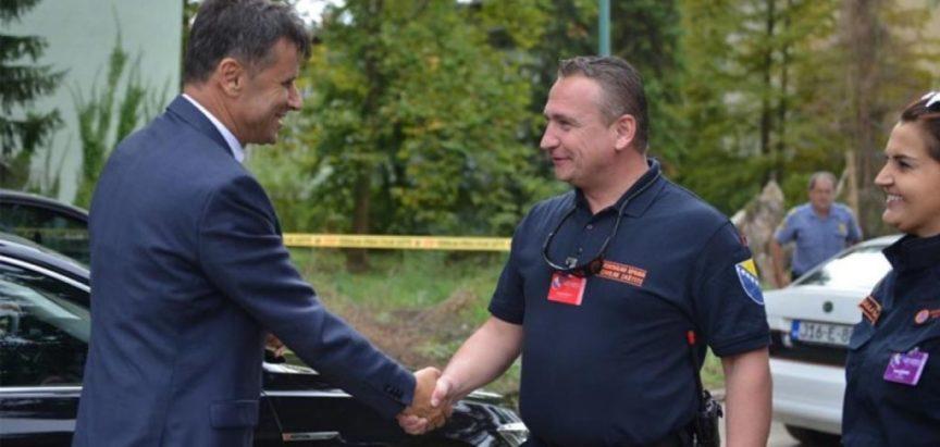 Premijer FBiH Fadil Novalić pozvao bh. građane da ljetuju u BiH i  – otputovao u Tursku na more