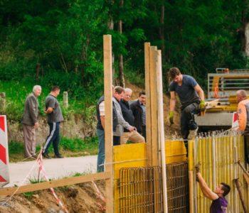 Foto/video: Radovi na uređenju puta Ripci-Šćit u punom zamahu