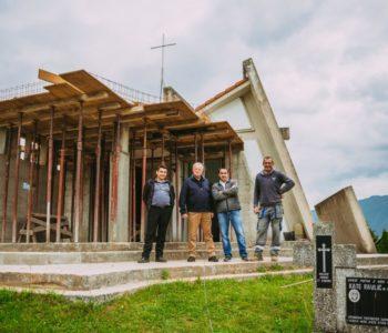 Foto: Dogradnja kapelice na groblju u Ripcima