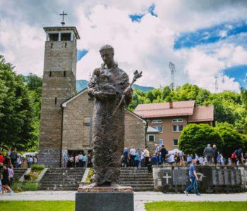 Gračac, vanjska proslava svetog Ante: S molitvom svetom Anti uvijek se pobjeđuje!