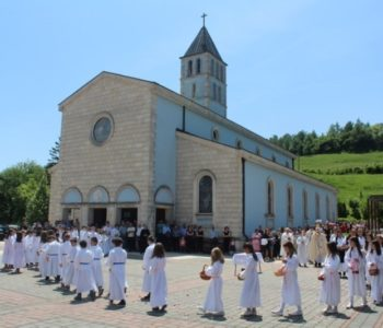 Svetkovina Presvetoga Tijela i Krvi Kristove, odnosno Tijelovo ili kako je u narodu poznato Brašančevo, jedna je od četiriju zapovjedanih svetkovina u Katoličkoj Crkvi.