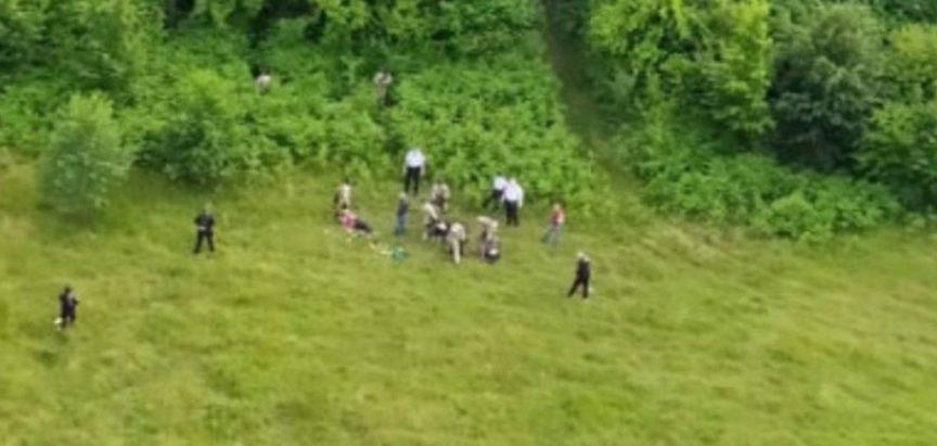 HELIKOPTERSKA POTJERA Uhvaćeno 17 migranata s oružjem, jedan potegao pištolj na policajku