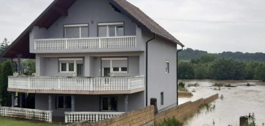 Nabujale rijeke prijete kućama i mostovima u Tuzlanskoj županiji