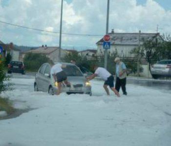ZABIJELILA SE DALMACIJA Olujna tuča, poplavljene kuće, velika šteta u poljoprivredi