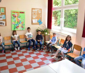 FOTO: U prvi razred na Gračacu upisano sedam učenika