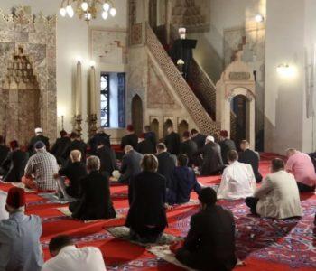 Muslimani širom BiH dočekali Kurban-bajram uz epidemiološke  mjere