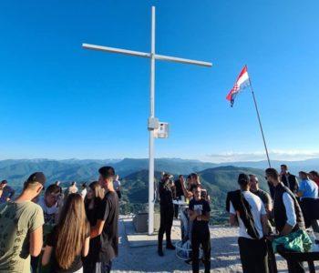 Foto: Gmićani postavili križ i spomen ploču na Makljenu