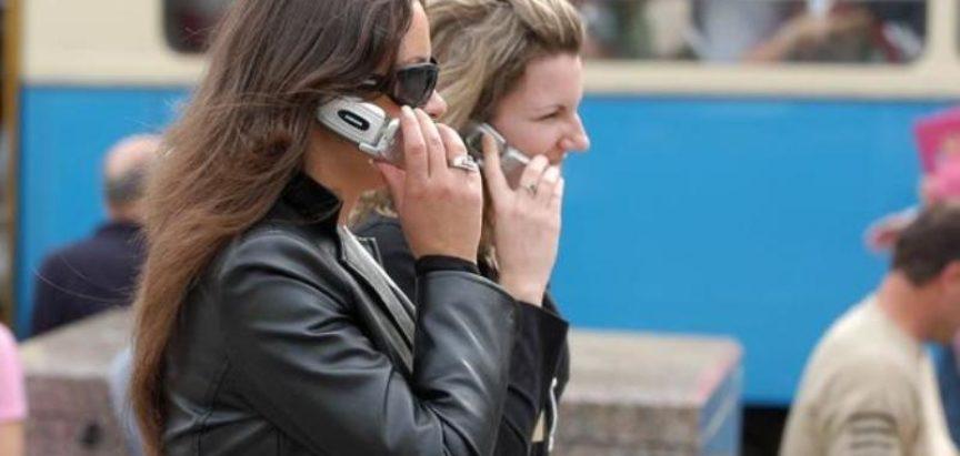 Japanci zabranili istodobno hodanje i gledanje u mobitel