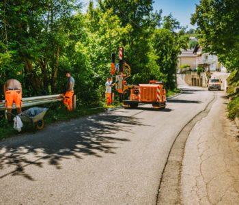 Postavljanje zaštitne ograde starom magistralom kroz Gmiće