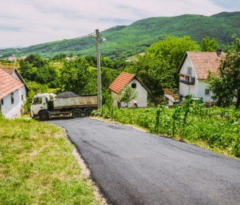 Završno asfaltiranje u Ćališima