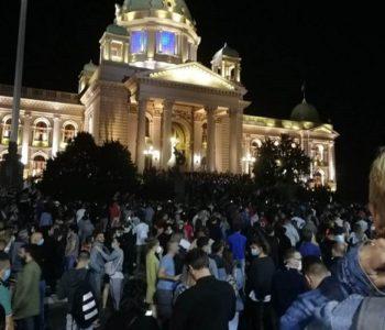 """NEVJEROJATNA BRUTALNOST Policija u Beogradu mlati nenaoružane mladiće…..Vučić će sigurno kazati da je to """"hrvatska ili kosovska policija"""""""