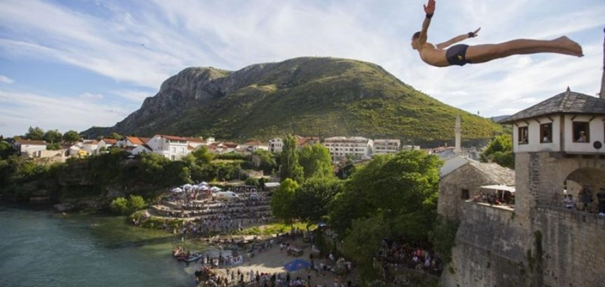 Održani 454. tradicionalni skokovi sa Starog mosta u Mostaru, pogledajte fotografije