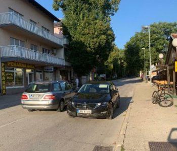 Ministrica u znak prosvjeda zbog svadbi automobil parkirala nasred ceste u Livnu