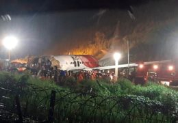 STRAVIČNA NESREĆA: Avion promašio pistu i prepolovio se, najmanje 14 poginulih