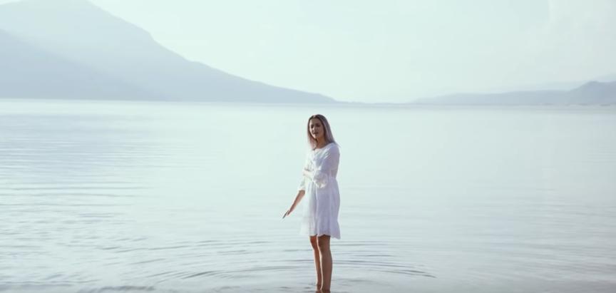 Čarolija duvanjske glazbenice: Ugodan glas i umirujuće note uz kadrove Buškog jezera