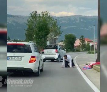 Barjektar u svatovima ispao iz automobila