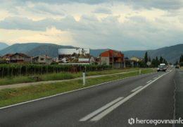 DOŽIVI HERCEGOVINU U AUSTRIJSKIM VINOGRADIMA: Reklame i dalje stoje