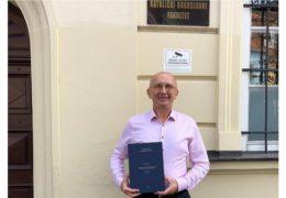 OD PREDSJEDNIKA I OSUĐENIKA DO PREOBRAĆENIKA Dario Kordić diplomirao teologiju