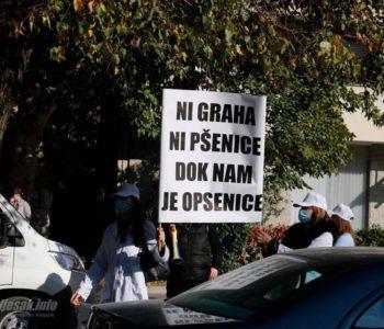 Ostavke, ostavke – zdravstveni radnici skandirali ispred Vlade HNŽ-a