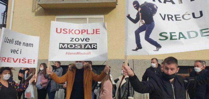 Prosvjedi u Gornjem Vakufu/Uskoplju zbog zaustavljanja prebrojavanja glasova