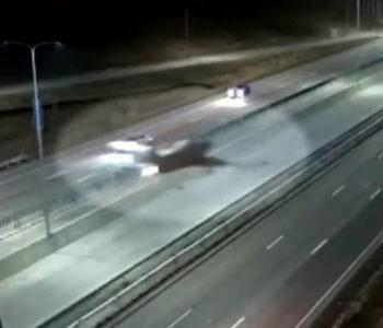 Majstorski pilot: Spustio avion na autocestu dok su  vozili automobili