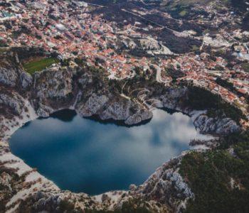 Svih 11 jezera Imotske krajine napunjeno praktički do 'grla'. Visina vode u Crvenom jezeru prelazi 309 metara