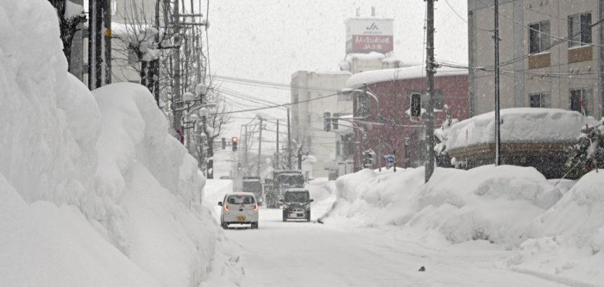 Snažne snježne padavine i oluja pogodili Japan: Preminulo 38 osoba