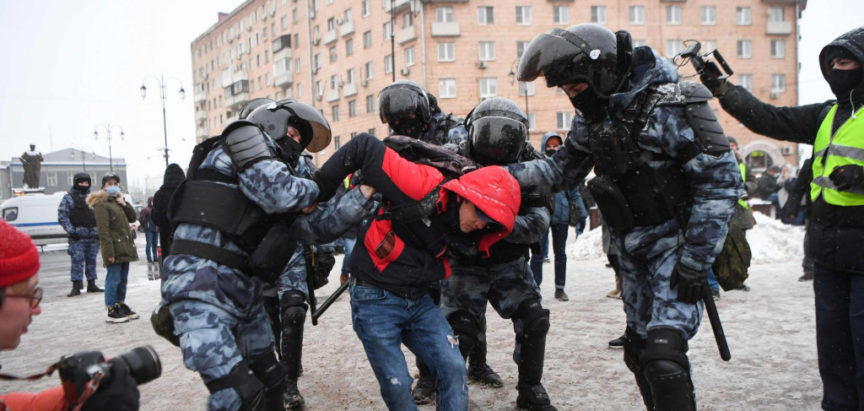 Rusija: Policija razbijala skupove podrške Navaljnom, uhićeno 4000 ljudi, među njima i Julija Naval