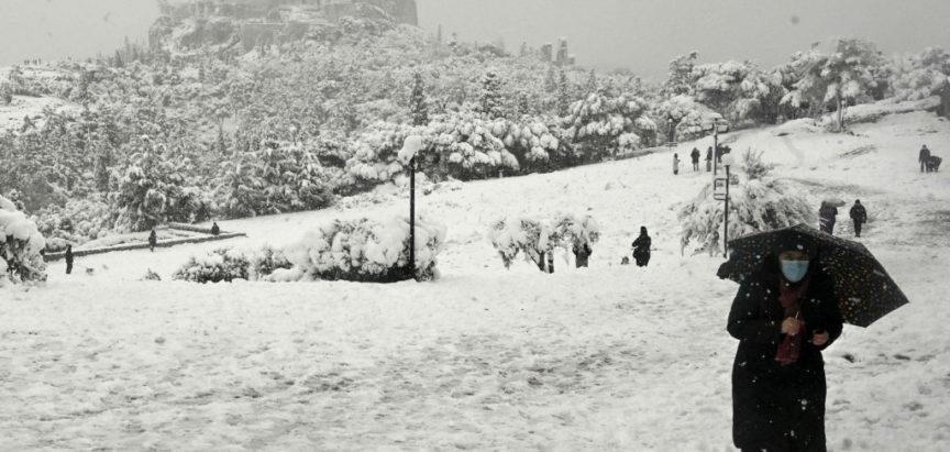 Atena: S plus 25 na minus 15