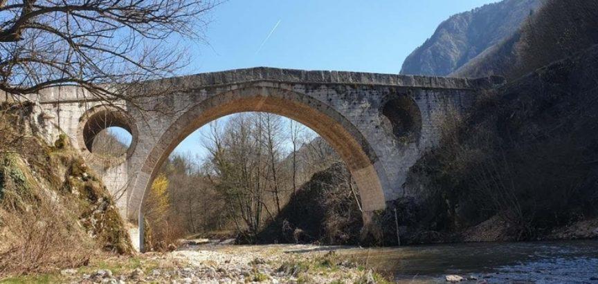 Obale, mostovi i neimari