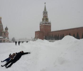 Zatrpalo Moskvu: Oko 60 tisuća ljudi radilona čišćenju ulica, a minus se spustio do 15