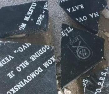 U Bihaću uništena spomen ploča poginulim pripadnicima HVO-a Bihać i zapaljena spomen soba