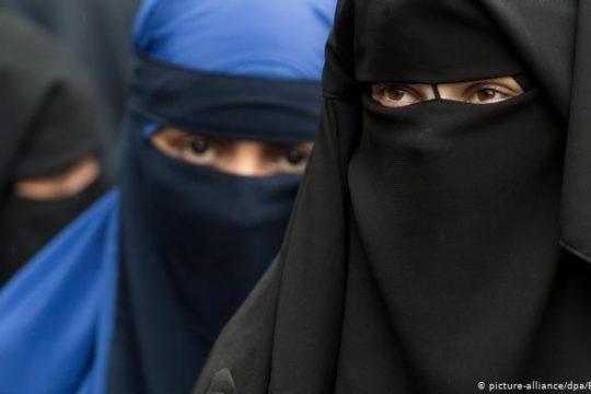 Švicarci izglasali zabranu pokrivanja lica