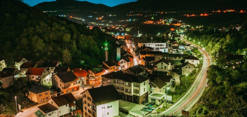 U Federaciji BiH policijski sat od sutra od 21 do 5 ujutro, dopuštena okupljanja za samo 20 osoba