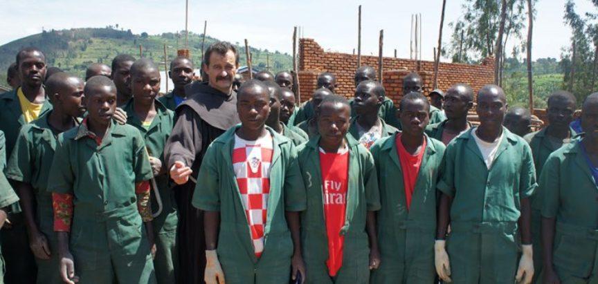 Donacijama Hrvata fra Ivica Perić u Ruandi gradi selo kakvim bi se dičili i u Europi