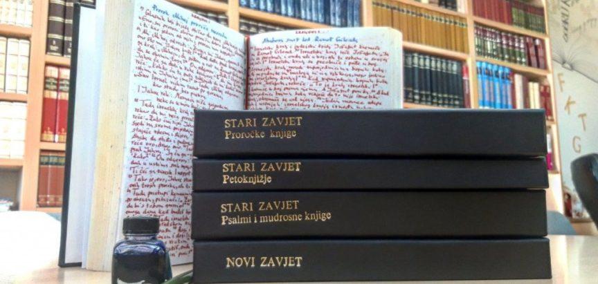 Prepisao Bibliju za 17 godina na 2566 stranica